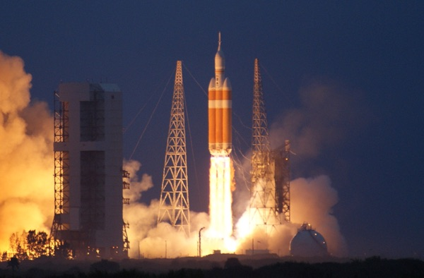 Delta 4 Heavy launch