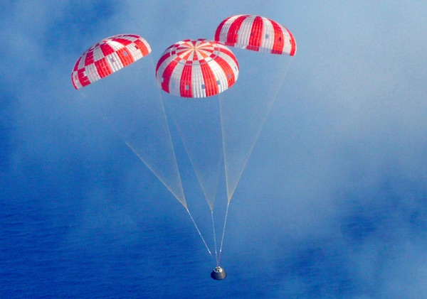 Orion approaches splashdown