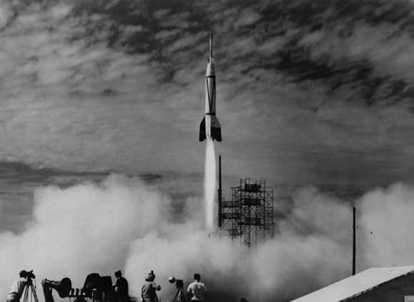 history of rockets essay A rocket consists mainly of two parts the container of the fuel and the exhaust nozzle for burnt gases the fuel container's shape, design and construction depends to a large extent on the type of fuel used (solid or liquid).