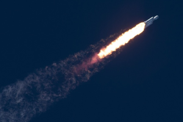 Falcon Heavy ascent